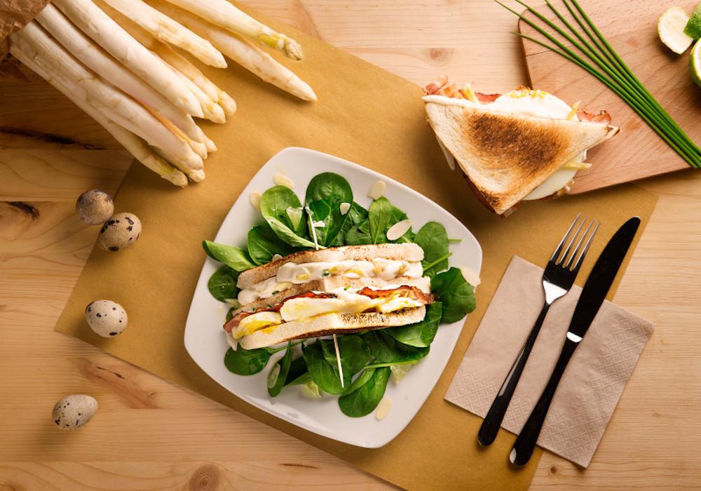Club sandwich agli asparagi